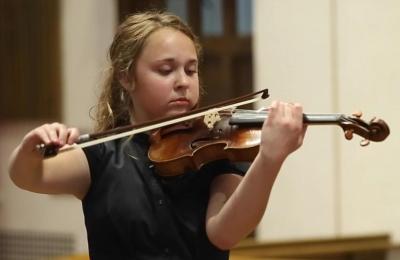 15 year old violin virtuoso Amelia Piscitelli